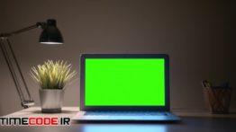 دانلود استوک فوتیج : پرده سبز لپ تاپ کنار چراغ Laptop With Lamp