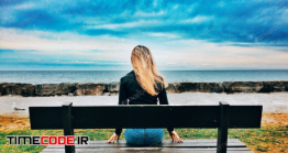 دانلود عکس استوک : دختر نشسته روی نیمکت کنار ساحل Girl And Sky