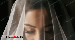 دانلود عکس عروس Gorgeous Bride Portrait With Amazing Make-up Near Window