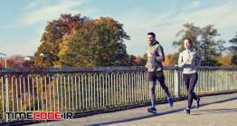 دانلود عکس استوک : زوج جوان در حال دویدن Happy Couple Running Outdoors