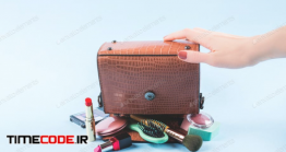 دانلود عکس استوک : کیف لوازم آرایشی Lady Hand Bag Upside Down With Make Up Items