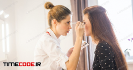 دانلود عکس گریمور در حال میکاپ Make Up Artist Doing Professional Make Up Of Woman