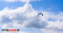 دانلود عکس استوک : چتر باز در آسمان آبی Skydiver In The Clear Sky