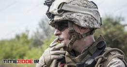 دانلود عکس استوک : سیگار کشیدن سرباز Smoking