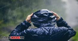دانلود عکس استوک : مرد با بارانی در باران Traveler In Heavy Rain