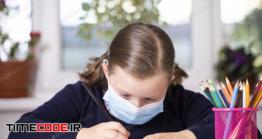 دانلود عکس دختر بچه با ماسک در حال نقاشی Children With Face Mask Back At School