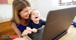 عکس مادر و کودک در حال کار با لپ تاپ Happy Mother And Baby Using Laptop And Smiling