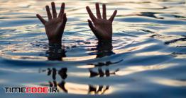 دانلود عکس مفهومی درخواست کمک Hand Of Drowning Man Needing Help