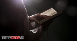 دانلود عکس زن در حال خواندن قرآن  Silhouette Of Woman Reading In Quran